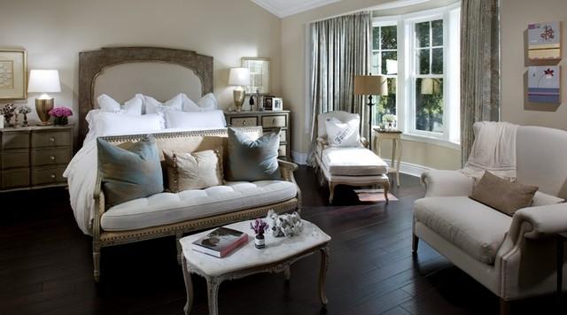 Poinsettia traditional-bedroom