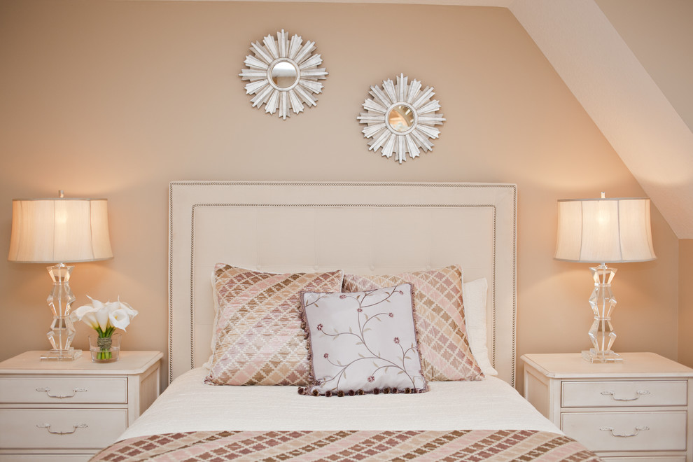 Example of a minimalist bedroom design in Chicago with beige walls