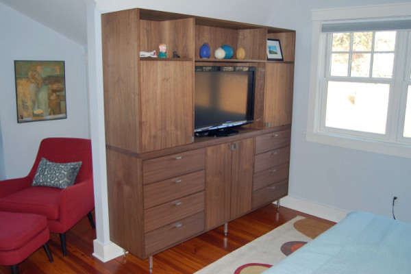 Exceptionnel Post Modern Walnut Dresser / Entertainment Center Modern Bedroom