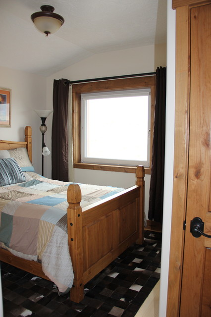 Bedroom - mid-sized cottage guest bamboo floor bedroom idea in Salt Lake City with white walls