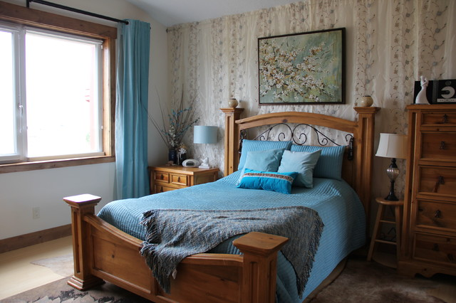 Bedroom - mid-sized country master bamboo floor bedroom idea in Salt Lake City with white walls