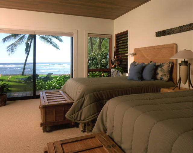 tropical bedroom by Dinmore & Cisco Architects, Inc.