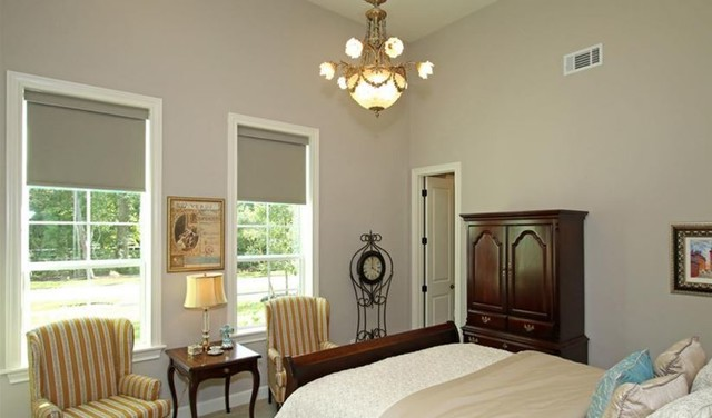 Example of a classic guest carpeted bedroom design in Houston with gray walls