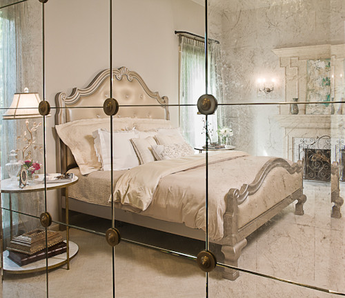 what size mirrors are mounted to the wall?