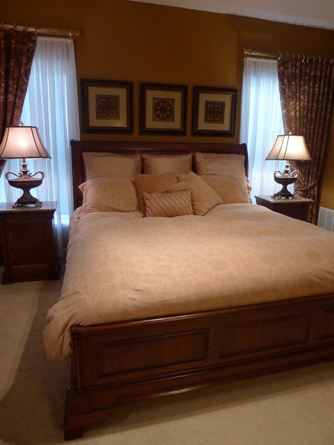 R traditional-bedroom
