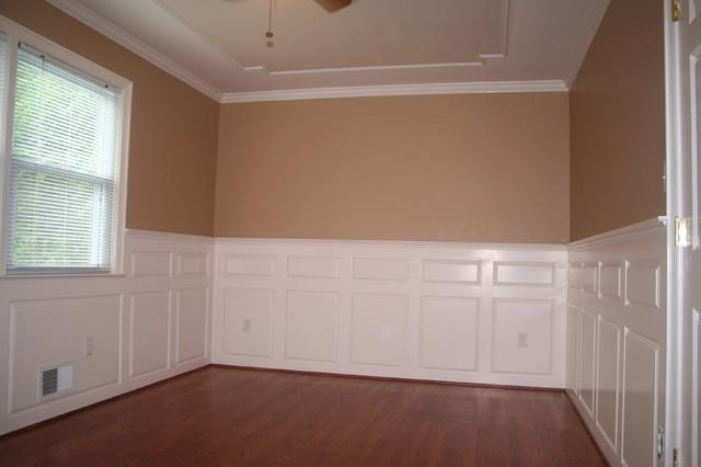 Bedroom - traditional guest medium tone wood floor bedroom idea in DC Metro