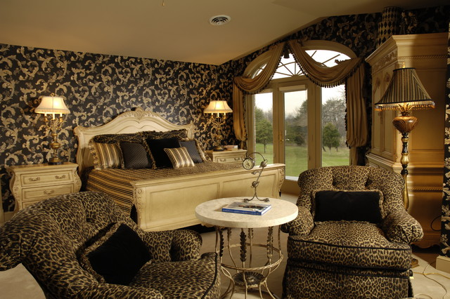 Relaxed sophistication enlivened with rich details traditional-bedroom
