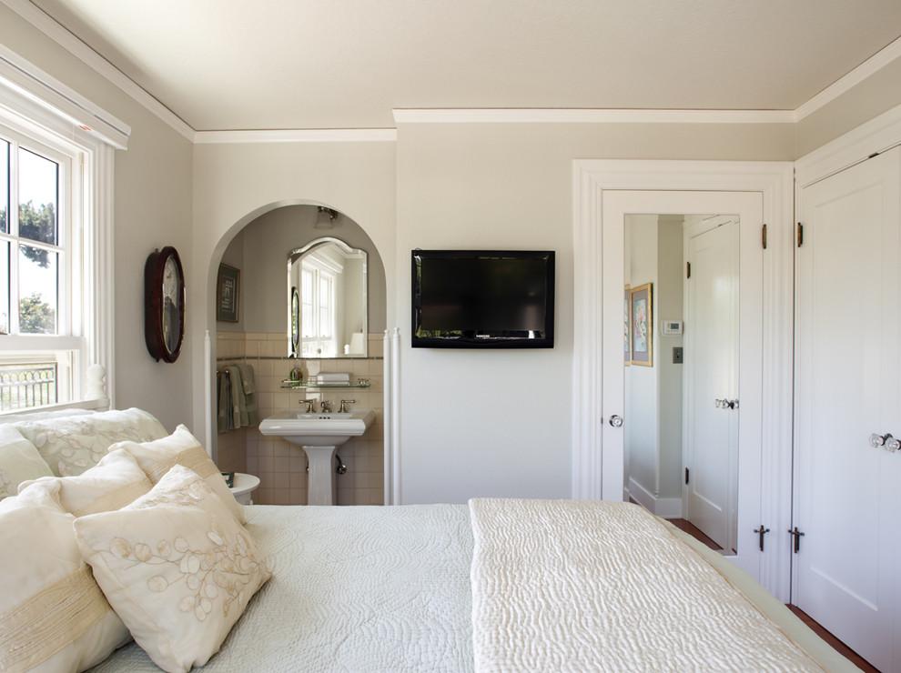 Bedroom - traditional guest bedroom idea in San Francisco with beige walls