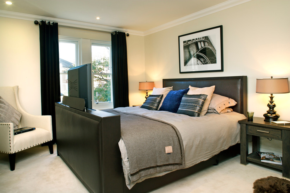 Example of a classic bedroom design in London