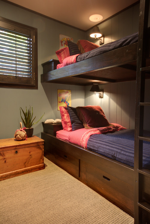 How to build an efficient closet in this double deck room for Double deck bed images