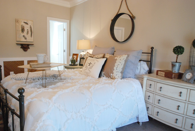Rustic glam guest bedroom for Farmhouse guest bedroom