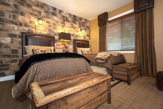 Bedroom - rustic bedroom idea in Portland