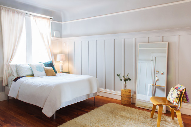 Bedroom - mid-sized transitional master medium tone wood floor and orange floor bedroom idea in San Francisco with no fireplace and blue walls
