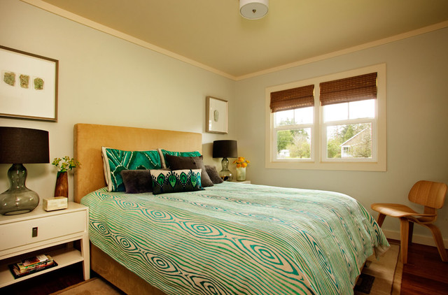 contemporary bedroom Pantone Color of 2013: Emerald Decorations