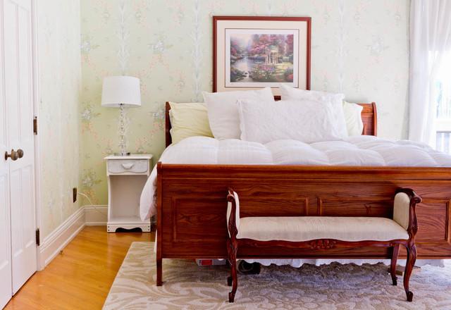 Semaski's House traditional-bedroom