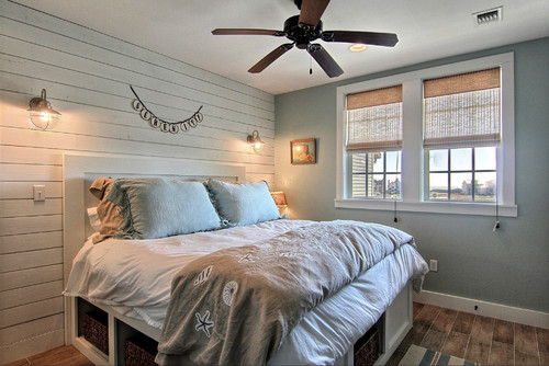What color on the walls and shiplap?