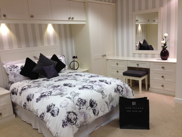 shaker style fitted furniture traditional bedroom