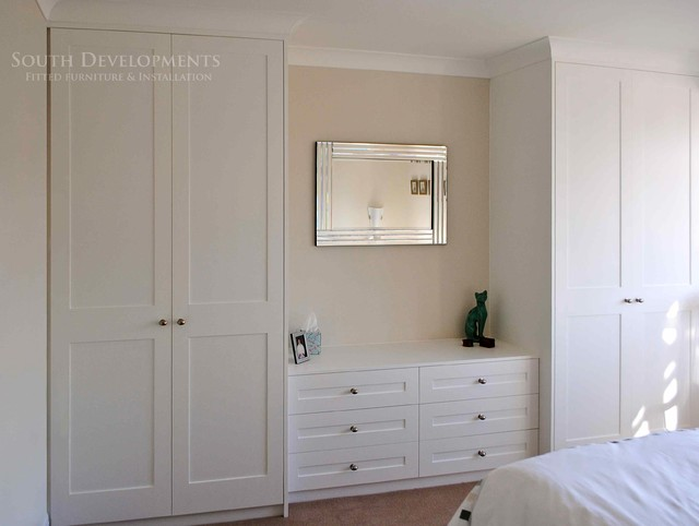 shaker style fitted wardrobes chest of drawers traditional bedroom. Black Bedroom Furniture Sets. Home Design Ideas