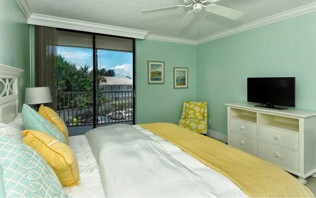 Siesta Key Waterfront Condo beach-style-bedroom