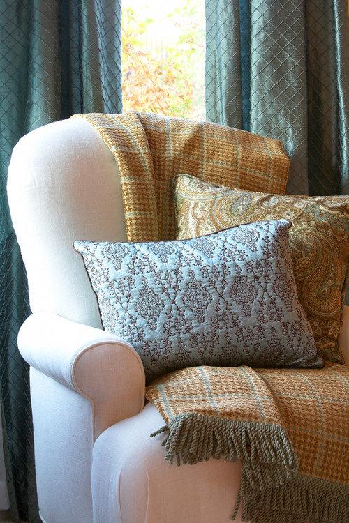 The Layered Look: Decorating with Throw Blankets and Pillows : Balsam Hill Artificial Christmas ...
