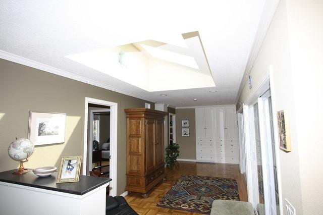 Skylight traditional-bedroom