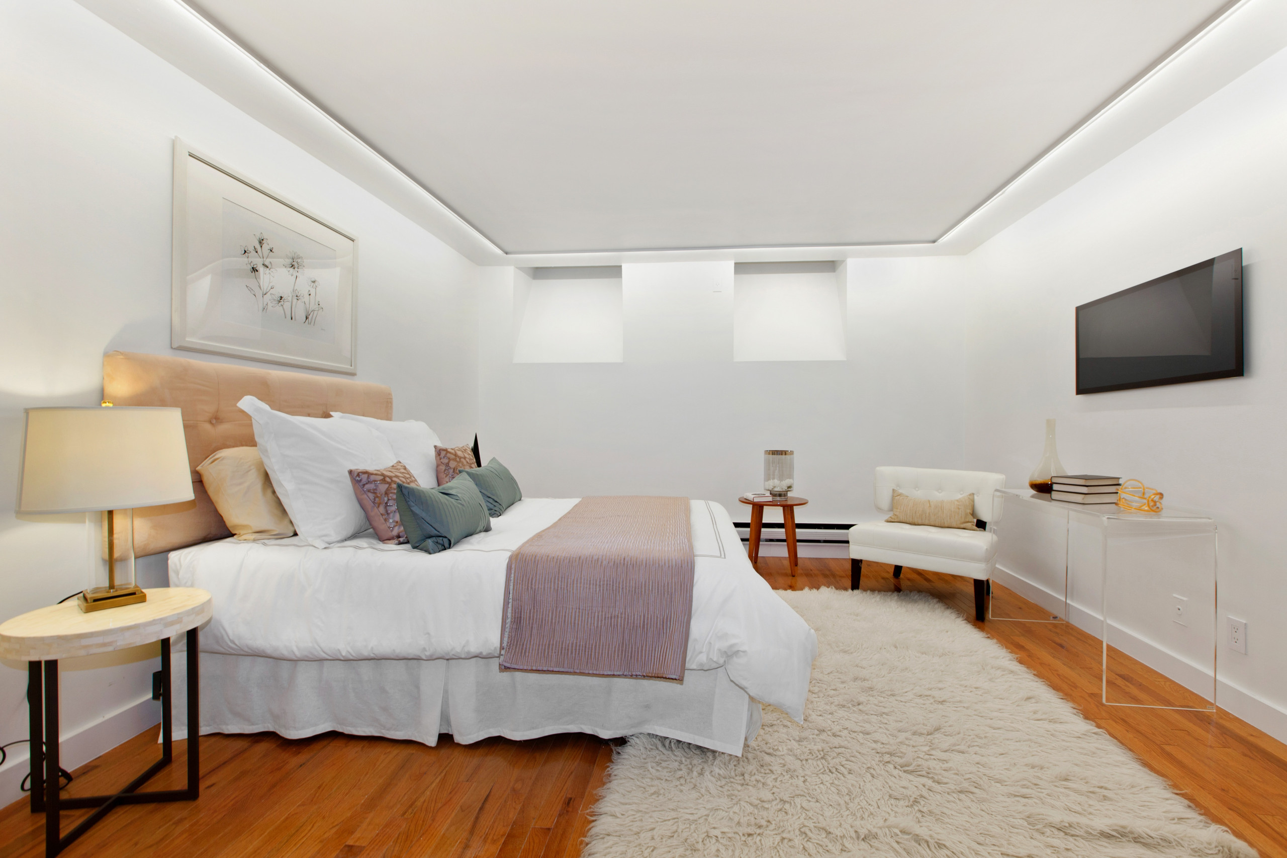 Small and Efficient New York Bedroom