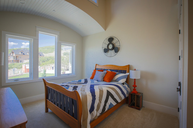 Mid-sized transitional guest carpeted bedroom photo in Salt Lake City with beige walls