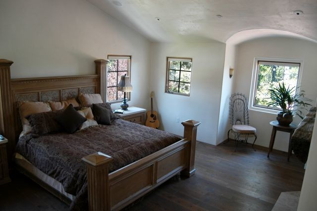 Spanish Colonial traditional-bedroom