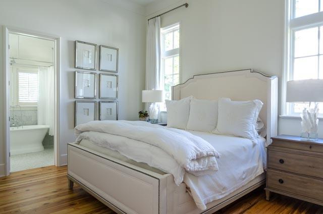 Example of a bedroom design in Miami