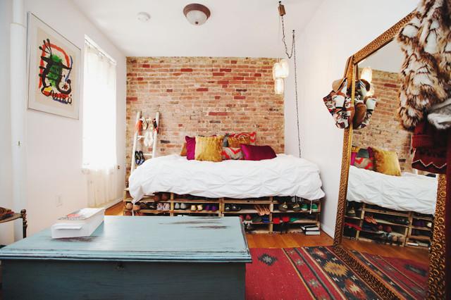 Cette photo montre une chambre éclectique.