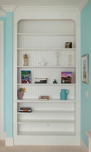 Master bedroom built in bookcase for Built in nook shelves