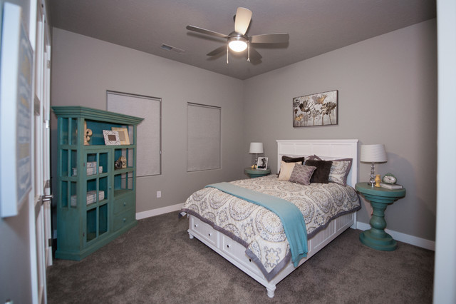 Mid-sized trendy guest carpeted and gray floor bedroom photo in Salt Lake City with gray walls