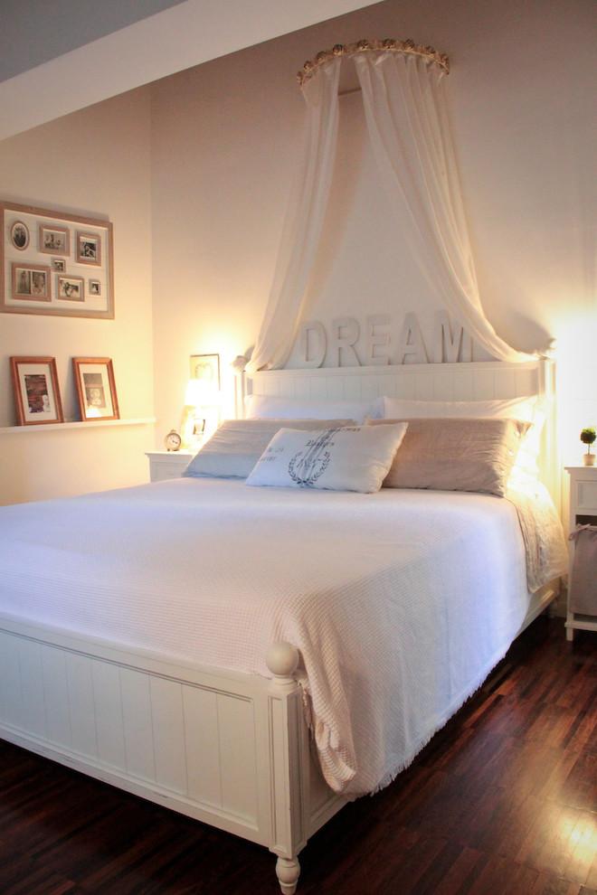 Bedroom - eclectic bedroom idea in Bologna