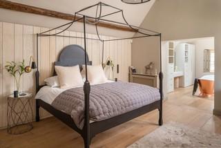 Astonishing 75 Most Popular Master Bedroom With Light Hardwood Flooring Home Interior And Landscaping Spoatsignezvosmurscom