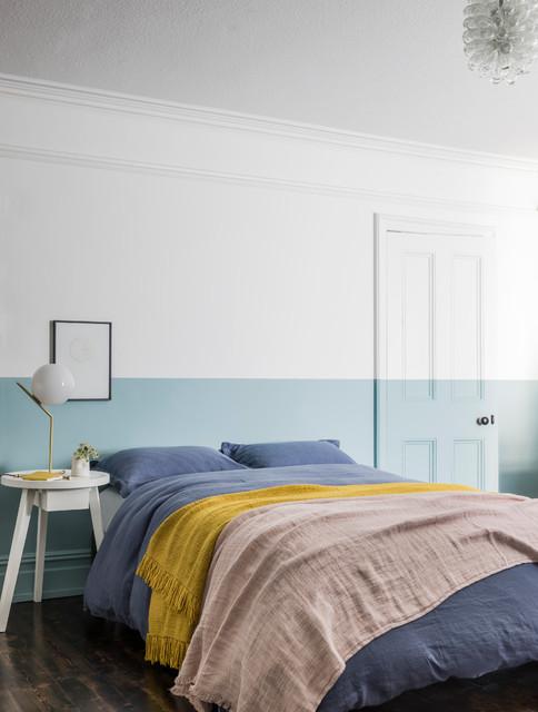 Esempio di una camera da letto contemporanea