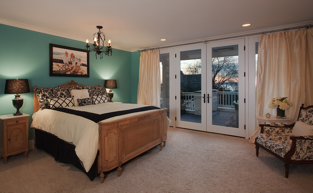 Kirkland Lake View House eclectic bedroom