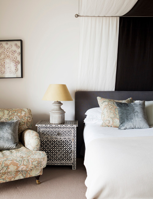 How to declutter your bedroom so it 39 s no longer a disaster for Declutter bedroom ideas