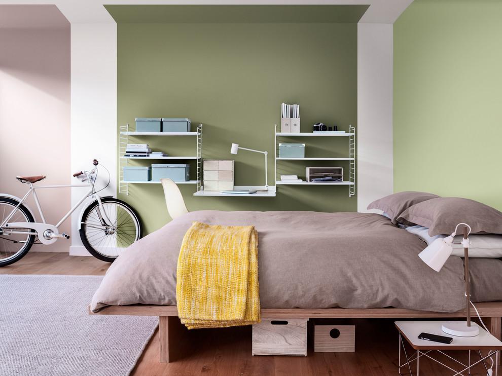 Bedroom - contemporary bedroom idea in Berkshire