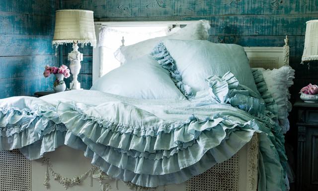 Удачное сочетание для дизайна помещения: спальня в стиле шебби-шик с синими стенами - самое интересное для вас