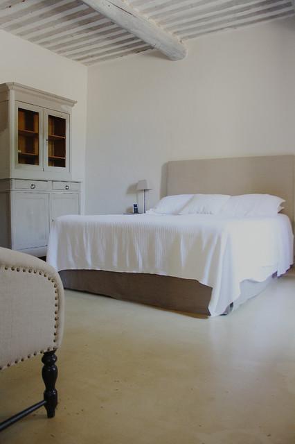 Bedroom - traditional bedroom idea in Amsterdam