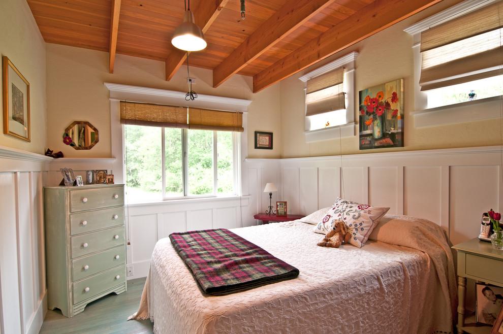 Bedroom - eclectic bedroom idea in Melbourne with beige walls