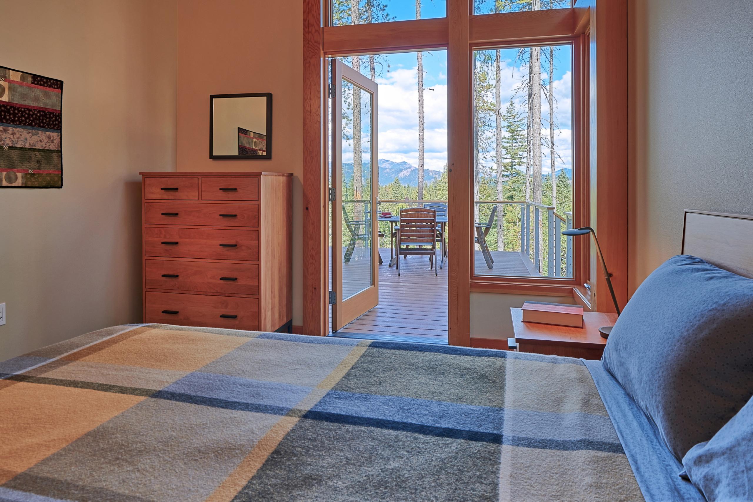 Door Leading To Deck Bedroom Ideas And Photos Houzz