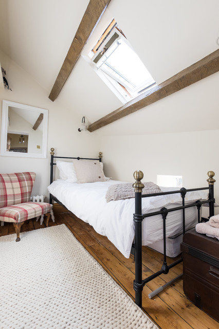The Simple Bedroom Under The Eaves Rustic Bedroom