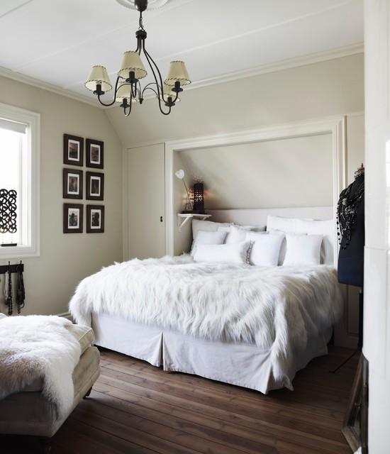 Tillbyggnad och inredning av villa i Nationalromantisk stil Rustik Sovrum Stockholm av