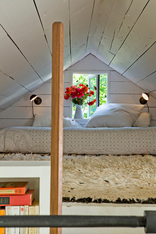 A tiny farmhouse in Portland OR designed by Jessica Helgerson via Houzz - Sleeping loft