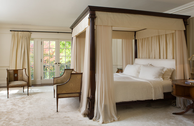 Bedroom - traditional carpeted bedroom idea in Toronto with beige walls : brown canopy - memphite.com