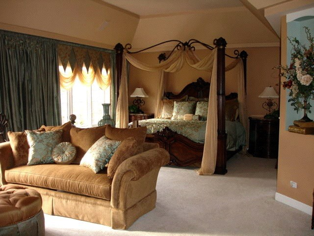 Regal style master bedroom and sitting area traditional for Sitting decorating ideas