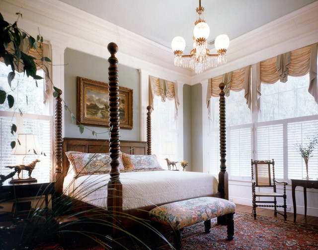 plantation style southern estate traditional bedroom