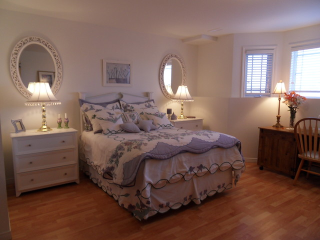 traditional bedroom Carole Ridley