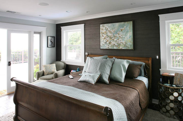 Traditional master bedroom suite with beautiful crown for Blue and brown bedroom ideas for decorating